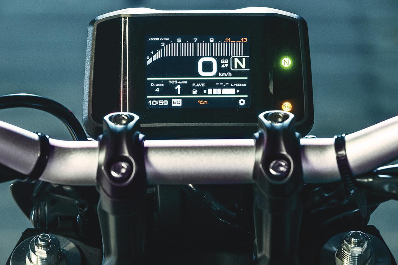 画像: フル液晶メーターは、3.5インチパネルを使用したコンパクトなもの。多彩な機能を実現しながら視認性にも優れたものだ。