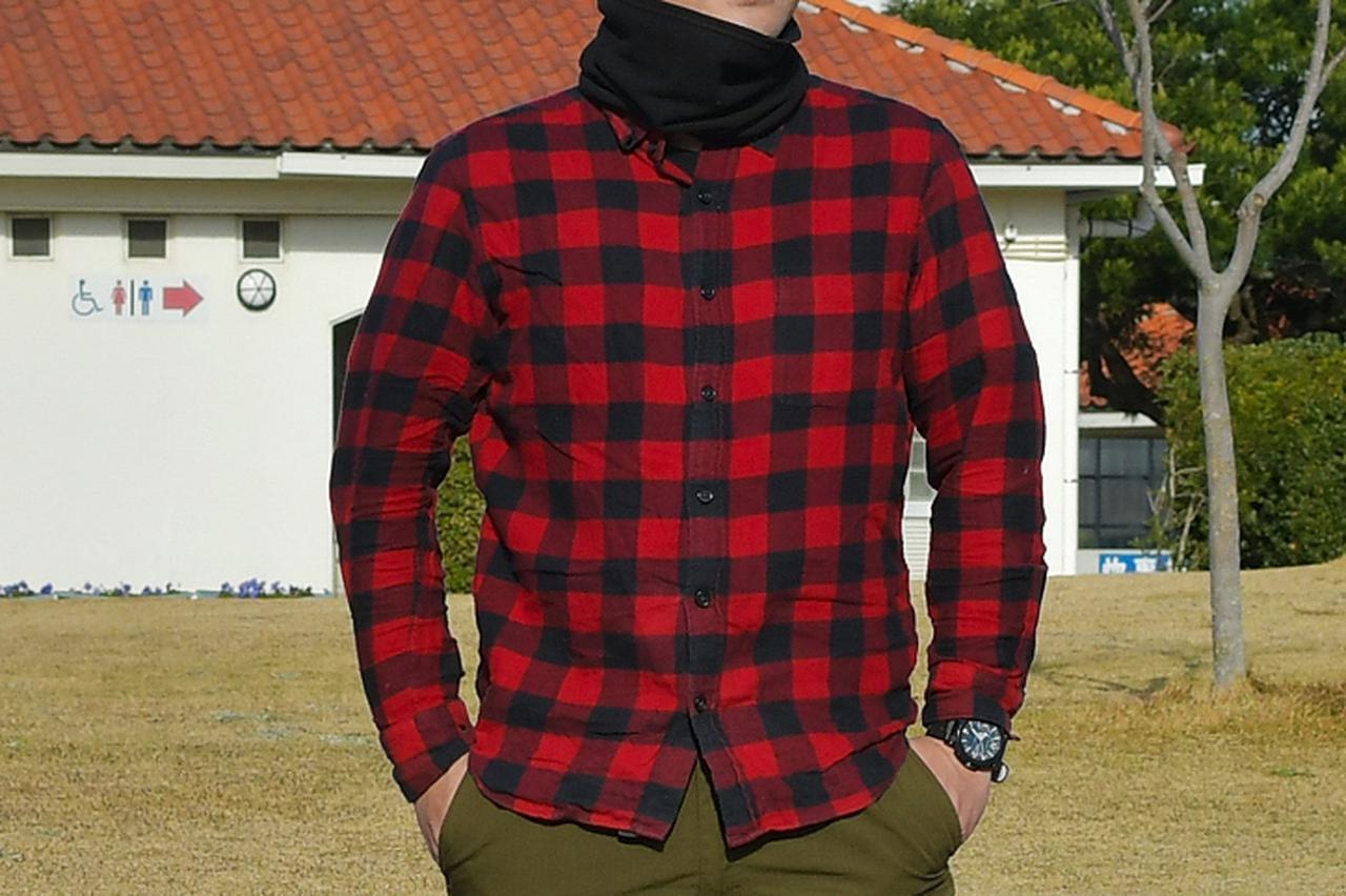 画像: バイクで走るときはシャツの裾はズボンにインしています。