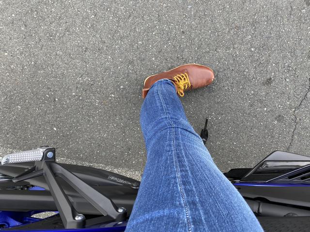画像: 足がべったりつきます。