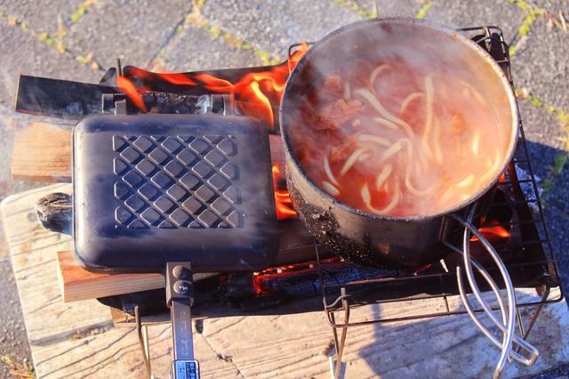 画像: 「無限鍋・煉獄」は無事うどんでシメて完食。無限から有限へ。終わりがあるから美しい。朝見ても赤い。