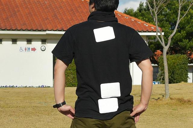 画像: 背中は誰かに貼ってもらうと、もっときれいにレイアウトできますよ。