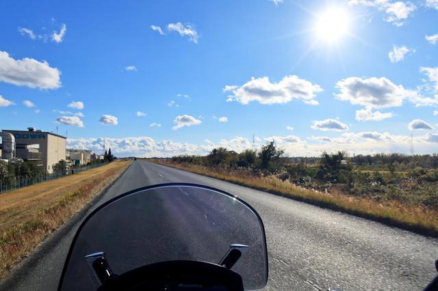 画像: 天竜川沿いの道から見える空は、これぞ冬晴れ!