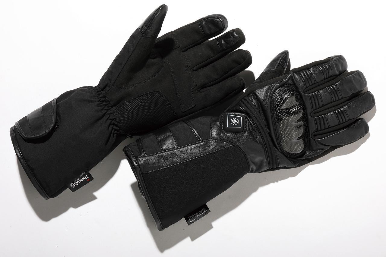 画像: 12Vヒートカーボン調スポーツグローブ 税込3万6080円 指の動き/感覚を妨げないように中綿を少なめにし、指の側面と甲部のヒーターで暖かさを確保。樹脂製プロテクターも装備する。 amzn.to