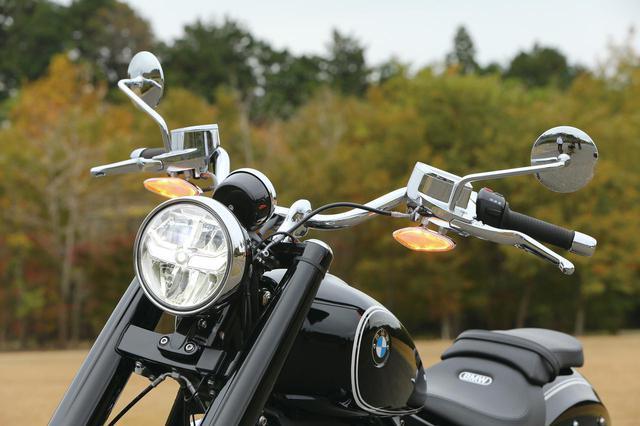 画像: 往年のデザインを継承したヘッドライトとウインカーだが、現代のモデルらしく、中身はいずれもLEDを採用しており、明るさも十分。