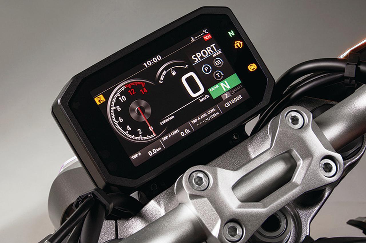 画像: メーターはアナログ調デザインを取り入れていたが、最新機能を満載したシンプルなデザインの5インチカラーTFT液晶メーターへ変更された。