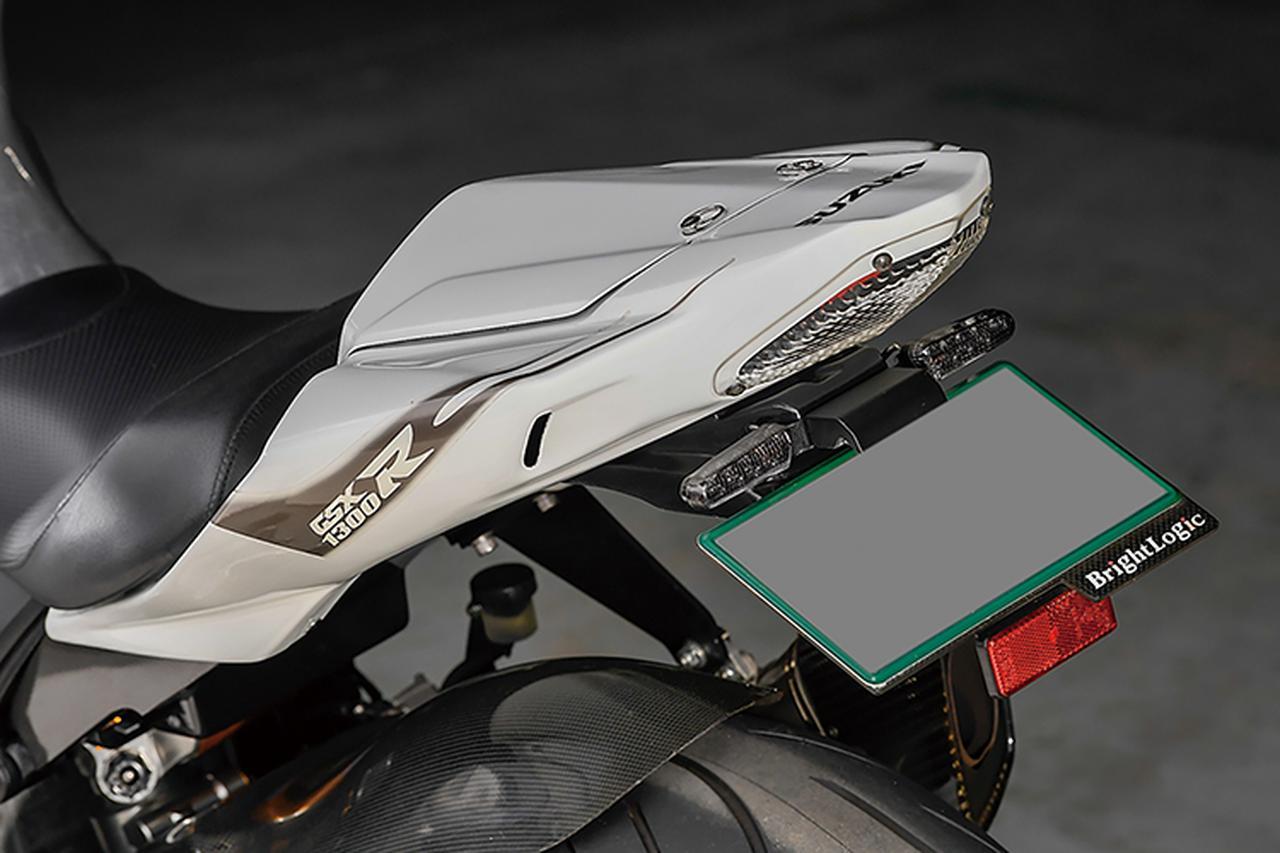 画像: GSX-R1000形状のテールはクレバーウルフの'08~HAYABUSA1300ストリートシートカウルASSY。上面が開き、内部はトレー式小物入れとなっているもの。