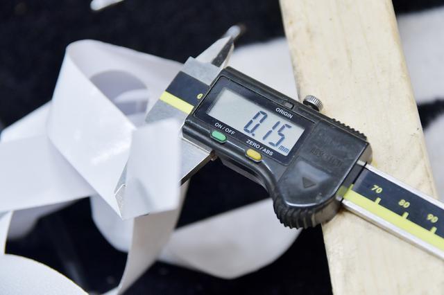 画像: 剥離シートが0.15mm。なのでリムテープはざっくり0.8mmくらいね。へこたれたリムバンドより余裕で分厚いぞ。