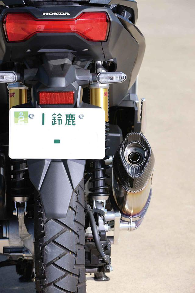 画像: スリムな造形のサイレンサーを採用することで、車体からの張り出しを最低限に抑えることに成功している。
