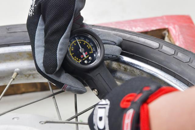 画像: 気いれて空気圧チェックしたらバルブナットつけて出来上がり。