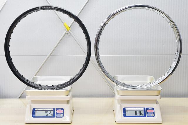 画像: 交換後のアルミリムが1.04kgで、取り外したノーマルリムが1.80kg。いずれも実測。アルミ軽いね。