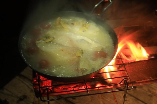 画像2: 炭もOKで、調理も得意!