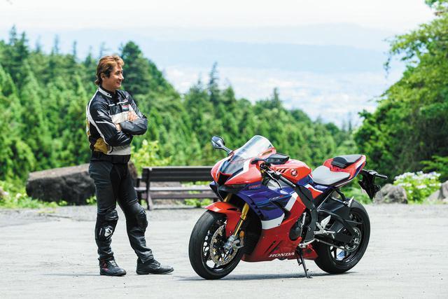 画像: 伊藤真一(いとうしんいち) 1966年、宮城県生まれ。88年ジュニアから国際A級に昇格と同時にHRCワークスチームに抜擢される。以降、WGP500クラスの参戦や、全日本ロードレース選手権、鈴鹿8耐で長年活躍。2020年からは監督として「ケーヒン ホンダ ドリーム エス・アイ レーシング」を率いてJSB1000などに参戦!