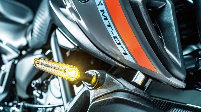 画像: 歴代のMT-07シリーズで初めてとなるLEDウインカーを採用。高輝度タイプでかなりスリムな形状となっている。