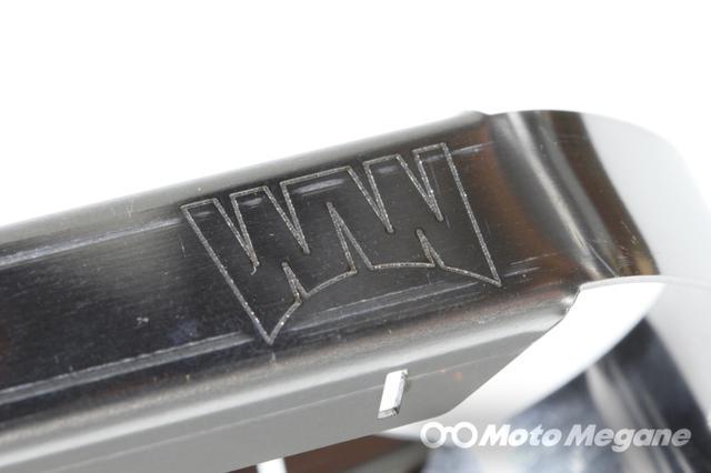 画像: 持ち手には使い込んでも消えることが無いようにレーザーでワールドウォークのロゴが刻印される。