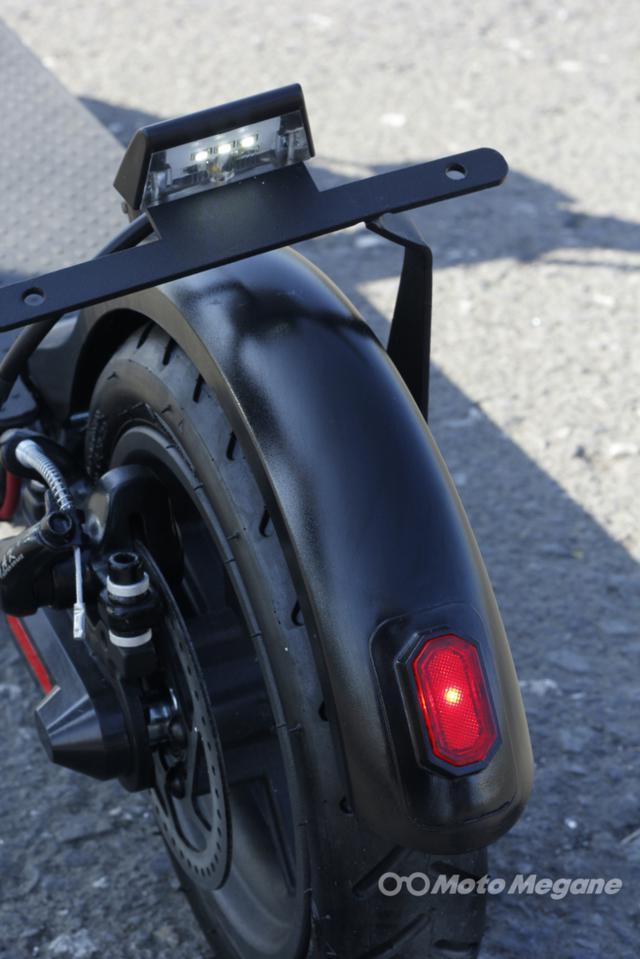 画像: LEDタイプのテールランプもしっかりと装備されている。視認性に優れる高輝度タイプだ。ナンバー灯もLEDタイプとなっている。