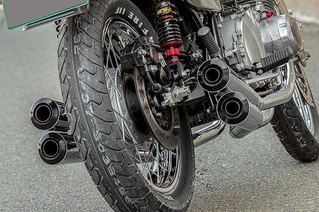 画像: マフラーはエンド部が揃えられるが、管長は4本とも異なっている。本文のように音質の良さやルックスの良さで、数本のオーダーが入ったとのことだ。ほかにもスーパーバイクではチタンやスチールなどさまざまなマフラーやサイレンサーを製作/販売している。