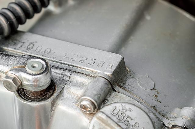 画像: クランクケース右上のあるエンジン打刻の末尾が83。