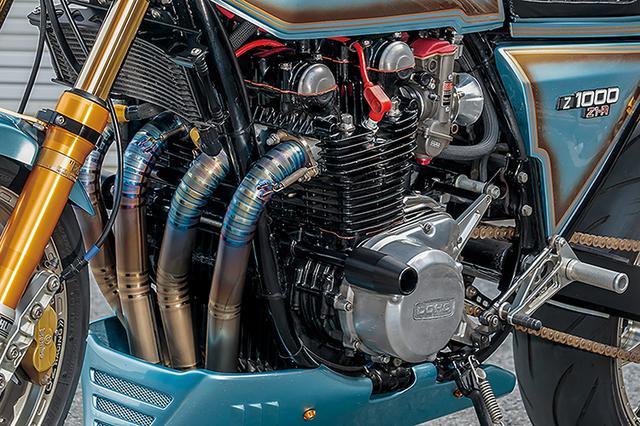 画像: エンジンはヴォスナー製の鍛造φ73mmピストンによる1105cc仕様。カムはヨシムラST-1でクランクフルリビルドや各部重量バランス、ポート修正等も行う。フレームは8カ所を補強、ワイドタイヤに合わせたワイド&レイダウン加工やドライブチェーン軌道処理も行われる。