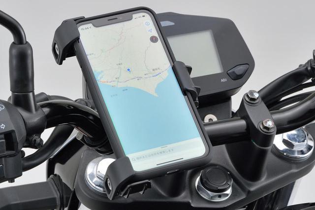 画像: 工具不要で簡単に取り付けられるバイク用スマホホルダー! デイトナ「スマートフォンホルダー3」発売中 - webオートバイ