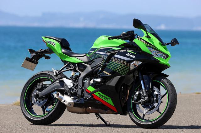 画像: Kawasaki Ninja ZX-25R SE KRT EDITION 総排気量:249cc エンジン形式:水冷4ストDOHC4バルブ並列4気筒 最高出力:33kW(45PS)/15,500rpm ラムエア加圧時:34kW(46PS)/15,500rpm 最大トルク:21N・m(2.1kgf・m)/13,000rpm 発売日:2020年9月10日 メーカー希望小売価格:91万3000円(消費税10%込)