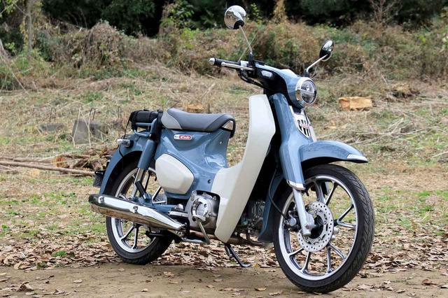 画像: Honda C125 Super Cub 総排気量:124cc エンジン形式:空冷4ストSOHC単気筒 シート高:780mm 車両重量:110kg メーカー希望小売価格:税込40万7000円