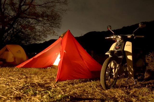 画像: 夜のスーパーカブC125もいい感じ。