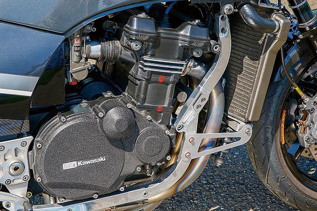 画像: ほかにエンジン/フレームまわりではアルミサブフレームも装着している。もちろん、こちらもチェックして使われているが、滅多に見かけない好保管車だ。