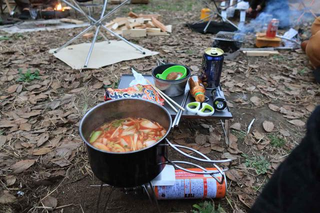 画像: 料理は相変わらずのキムチ鍋。