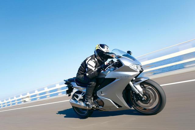 画像: ホンダ「VFR800F」インプレ・解説(太田安治) - webオートバイ