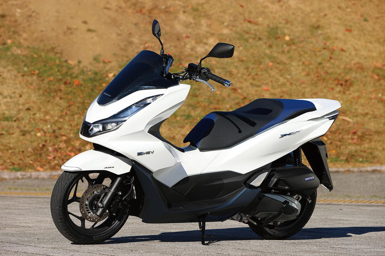 画像: Honda PCX e:HEV 総排気量:124cc 原動機:エンジン=水冷4ストSOHC4バルブ単気筒/電動機=交流同期電動機 シート高:764mm 車両重量:136kg 発売日:2021年1月28日 メーカー希望小売価格:税込44万8800円