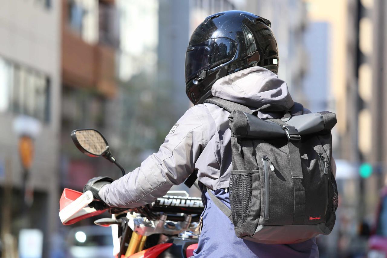 画像: 進化したヘンリービギンズの防水バックパック - webオートバイ