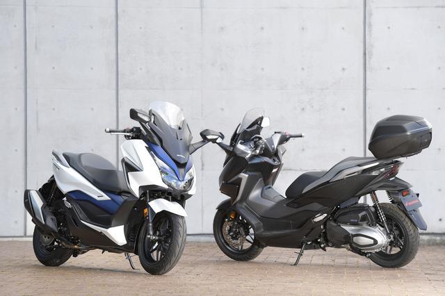 画像: ホンダ 新型フォルツァ 国内市販予定車 ※右側の車両はアクセサリーパーツ装着車