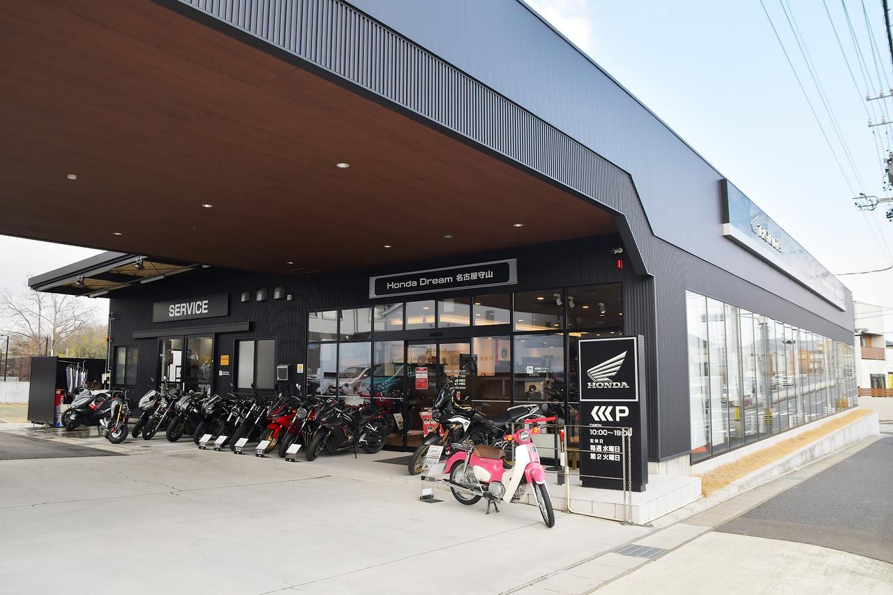 画像: 入口には天気の子Ver.のJA44。もちろん駐車場は2輪、4輪対応なので、気軽に覗きに行ける。