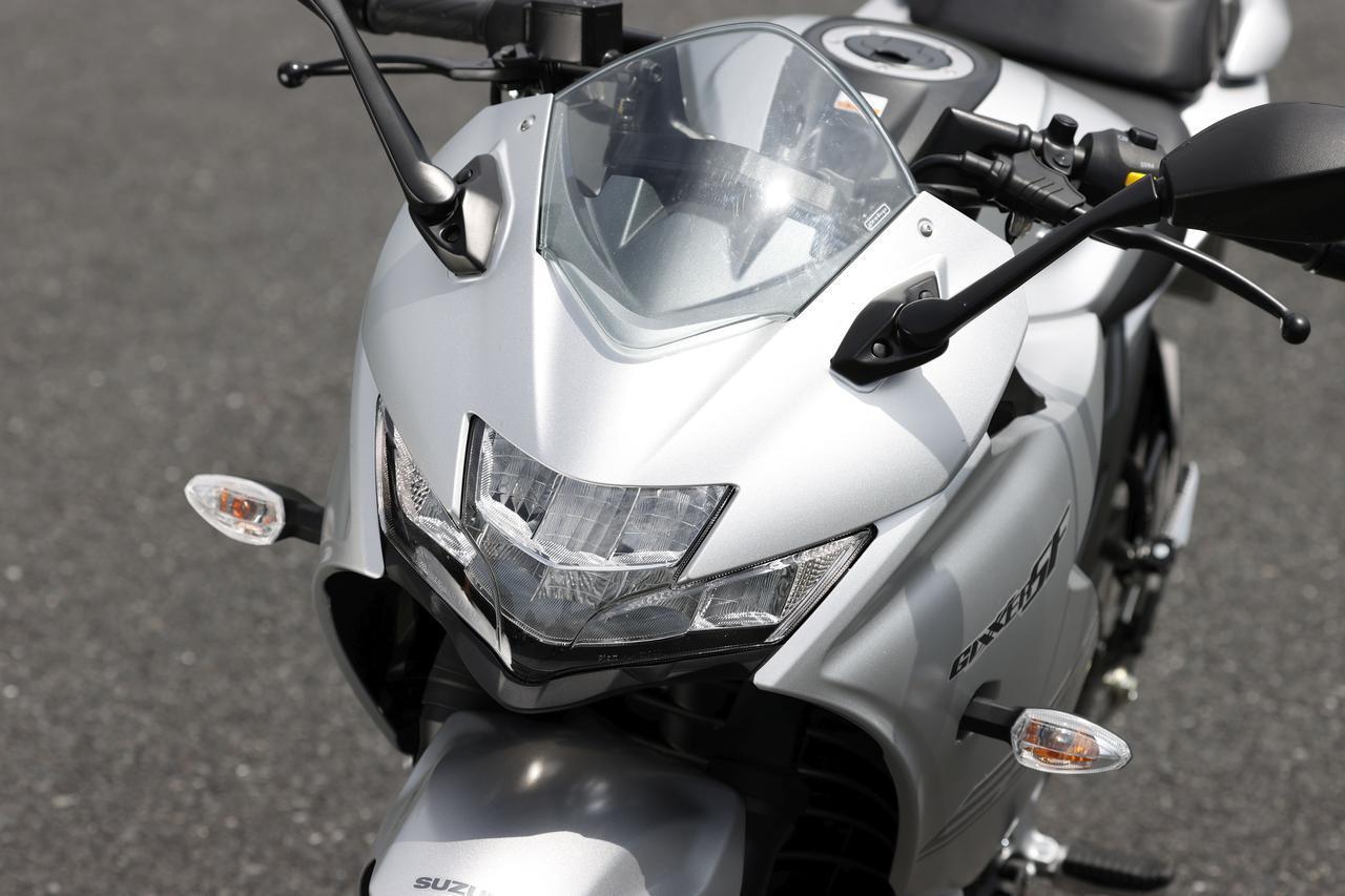 画像: 低く構えたフロントカウルは、スーパースポーツとは違うスタイリングを採用。先端がスラントした2段ヘッドライトはLEDを採用し、個性をアピール。