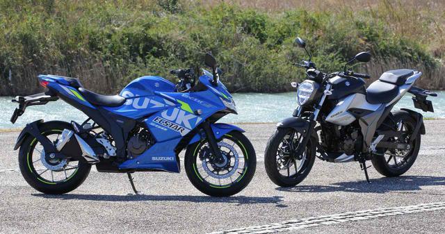 画像: 左はフルカウルのジクサー250SF/右はネイキッドのジクサー250 www.autoby.jp