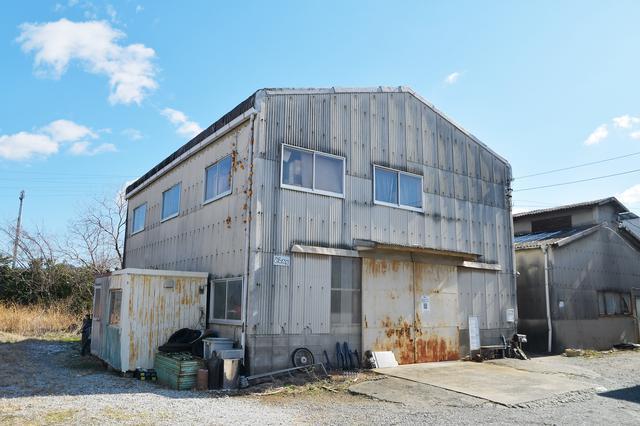 画像: 見た目は倉庫。行く前に一報入れると割とスムーズな気がする。