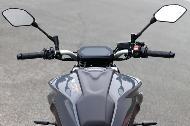 画像: アルミ製テーパーバーハンドルを新採用。幅が32㎜広く高さは12㎜高い設定で、幅広いライダーに対応できるポジション設定となった。