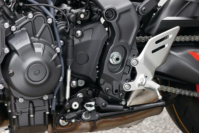 画像: クラッチ操作なしでシフトアップ・ダウン操作ができる、クイックシフトシステム(QSS)を装備、よりスポーティなライディングに対応。