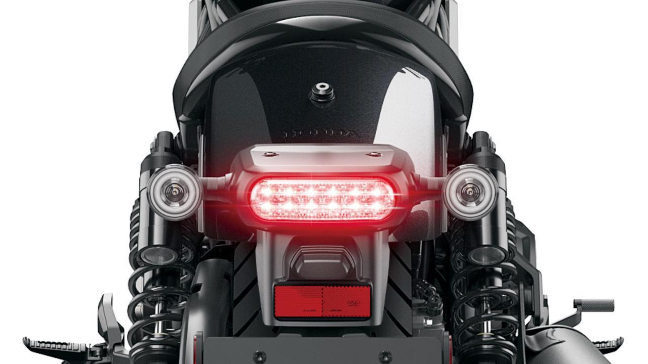 画像: 弟分のレブル250/500と同様、テールランプも含め灯火類はLEDで統一。小径ラウンドシェイプのウインカーもLEDを採用する。