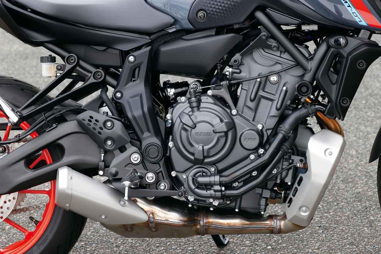 画像: 評価の高いエンジンの基本構造は受け継ぎつつ新しいECUを採用しFIを改良、さらにエアダクトや排気系も見直してリファインされた。