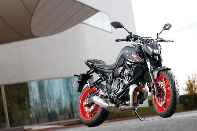 画像: YAMAHA MT-07 ABS 総排気量:689cc エンジン形式:水冷4ストDOHC4バルブ並列2気筒 シート高:805mm 車両重量:184kg