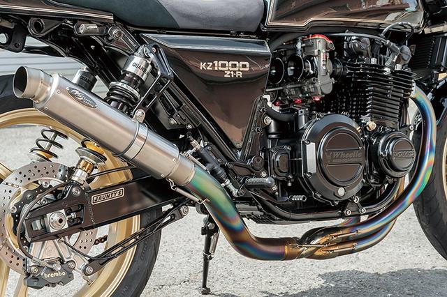 画像: エンジンはワイセコφ71mmピストンによる[1015→]1045ccで各部重量バランスやクランク芯出し、ポート段付き修正等を行っている。クランクケースカバーやジェネレーターカバーはウイリー製ビレットで、排気系はノジマエンジニアリング製S/Cフルチタンだ。