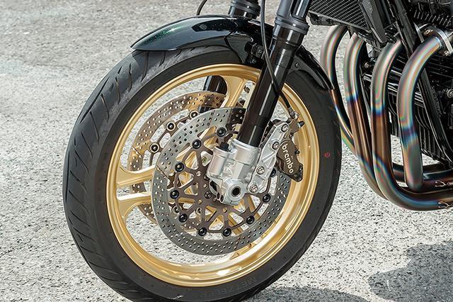 画像: フロントフォークはオーリンズφ43mmで、ボトムピースはウイリー製の削り出し品。ブレーキはブレンボキャリパー+サンスターディスクの組み合わせ。