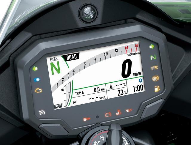 画像: 4.3インチTFTメーターは夜間は黒背景に自動で変更。サーキット用画面も用意される。ライディングモードのステータスも表示。