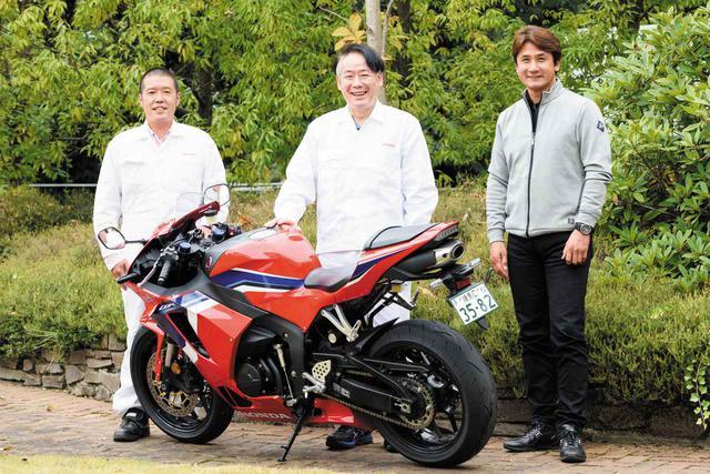 画像: 石川さん(右)と堂山さん(中央)はRC213V-Sの開発で伊藤さんと一緒に仕事をしたという経緯もあり、旧知の間柄ゆえに対談は始終和やかに進行しました。