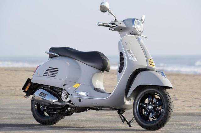 画像: Vespa GTS SuperTech 300 総排気量:278cc エンジン形式:水冷4ストSOHC4バルブ単気筒 シート高:790mm 車両重量:160kg メーカー希望小売価格:税込77万円
