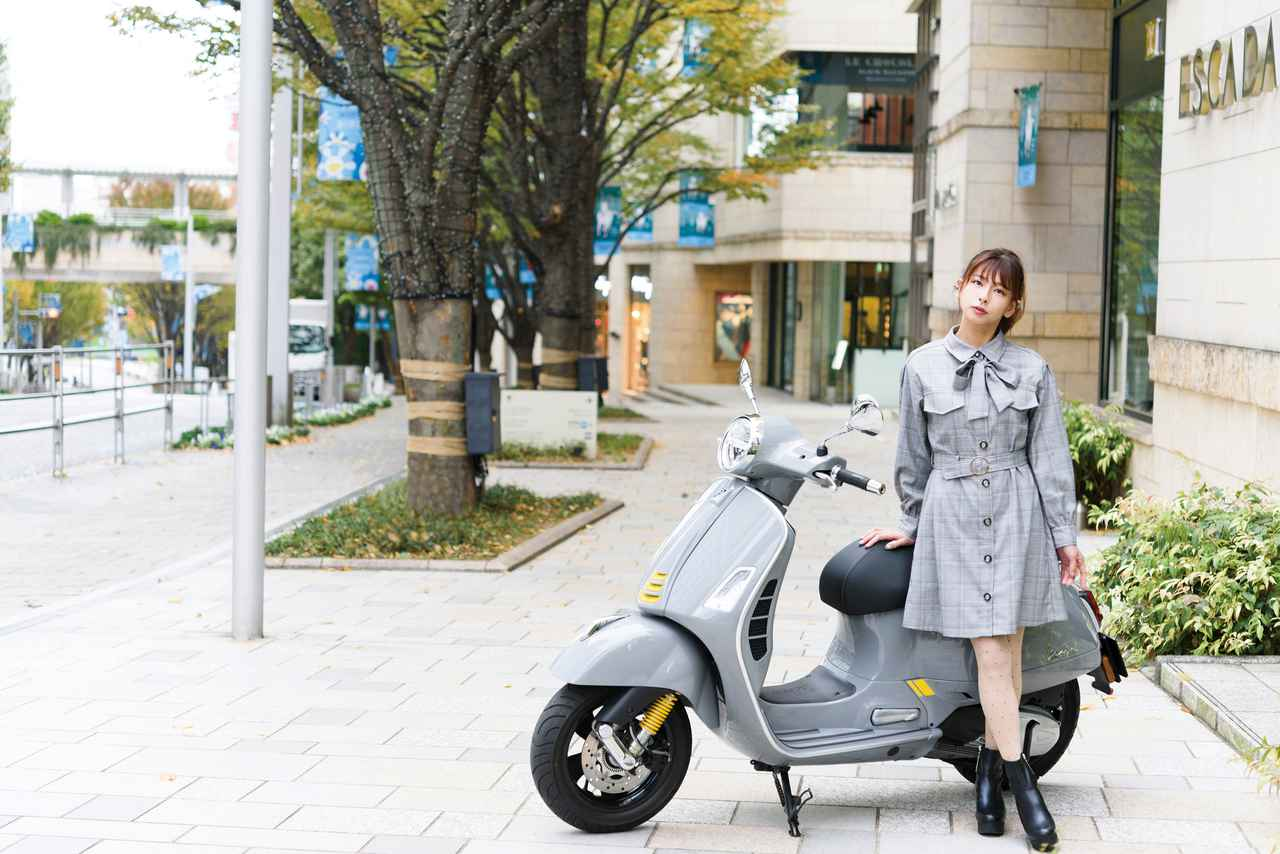 Images : 1番目の画像 - 【写真4枚】葉月美優 × Vespa GTS SuperTech 300 - webオートバイ