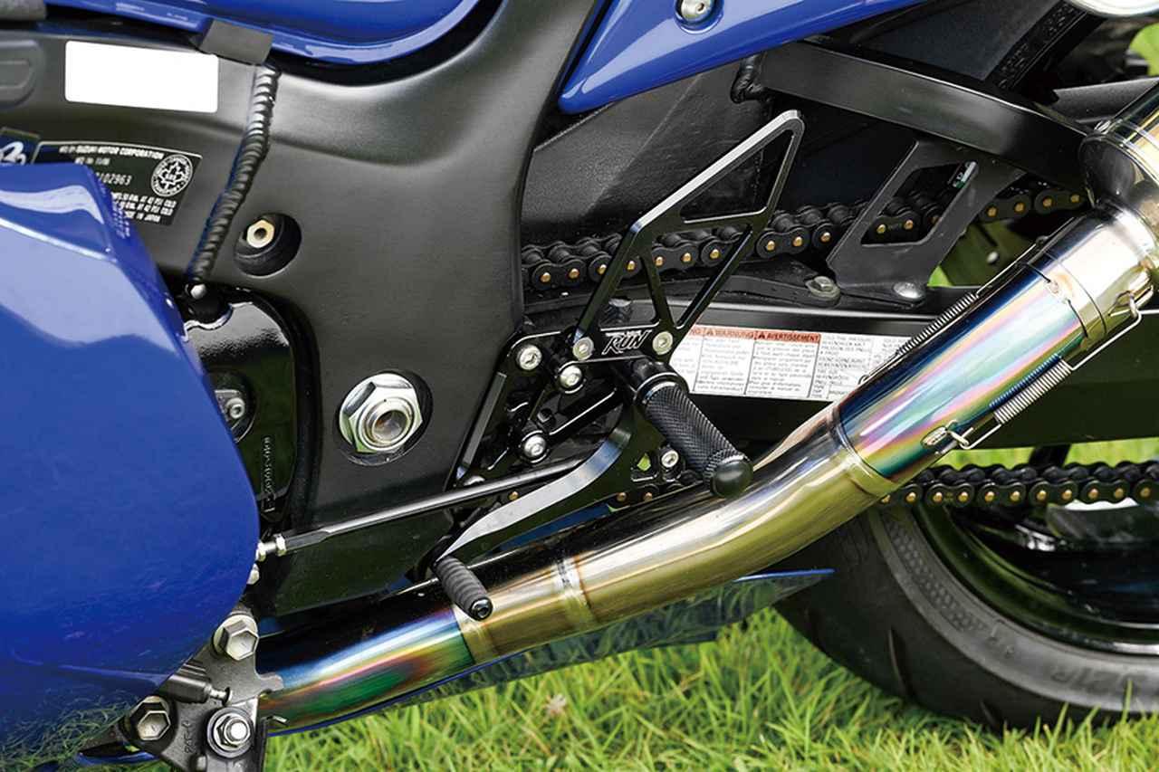画像: ステップはビレット(アルミ削り出し)によるTG-RUNライディングステップキットのブラックを装着し、フレーム色に合わせている。