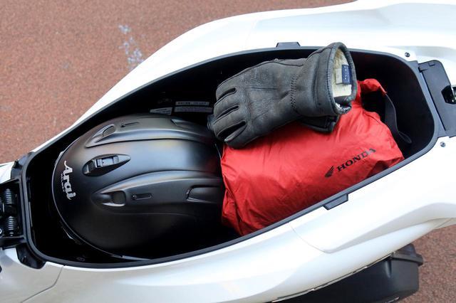 画像5: ホンダ新型「PCX」通勤インプレ! 街乗りを2週間してみて分かった2021年モデルの特徴|燃費・足つき・使い勝手をレビュー