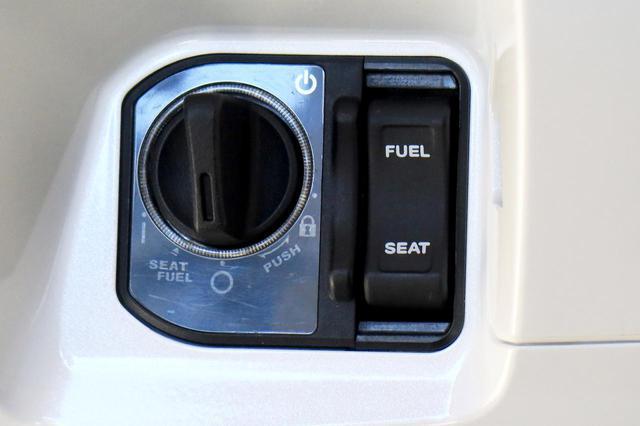 画像12: ホンダ新型「PCX」通勤インプレ! 街乗りを2週間してみて分かった2021年モデルの特徴|燃費・足つき・使い勝手をレビュー